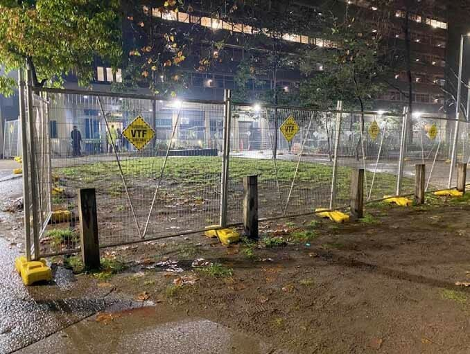 Figure 23: Photograph of temporary fencing erected at 33 Alfred Street, 11 July 2020
